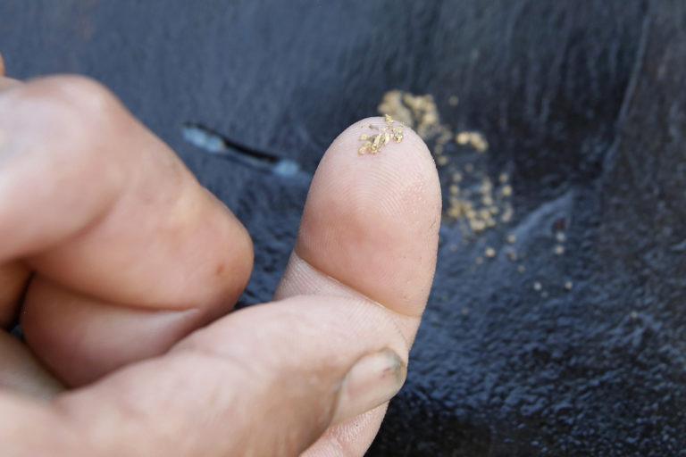 Mercurio en Latinoamérica: En las minas de Buenos Airs y Suárez se usan 14 gramos de mercurio para extraer un gramo de oro. Foto: Daniel Reina /